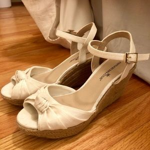 White wedge heels with rope detail
